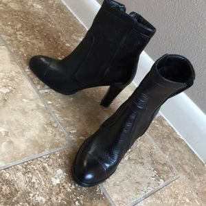 Banana Republic heeled booties Size 7 Black